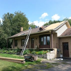 Expert installing a new roof